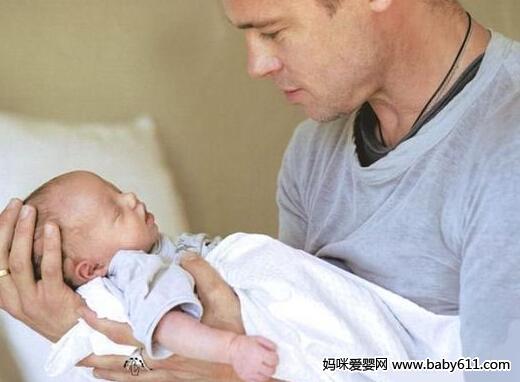 防止新生婴儿吐奶的小窍门
