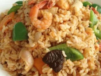 儿童菜谱海鲜类:全家福海鲜饭