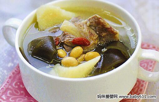 儿童菜谱汤类:海带黄豆排骨汤