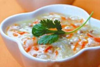 婴儿粥谱:胡萝卜泥青菜肉末菜粥