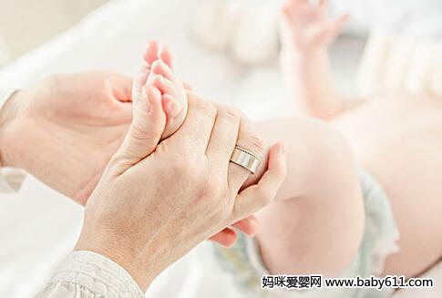 宝宝手脚冰凉 不只是穿的少