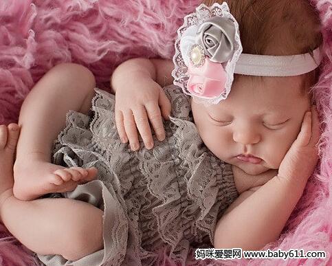 新生儿湿疹多发 分辨与热疹的区别