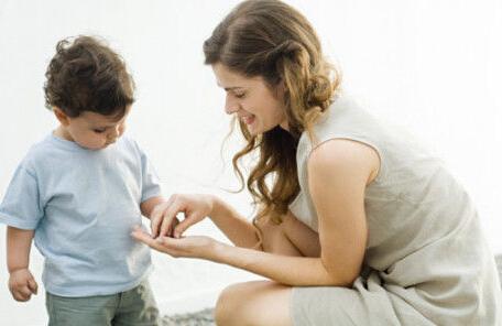 对待害羞的孩子 父母能帮什么?