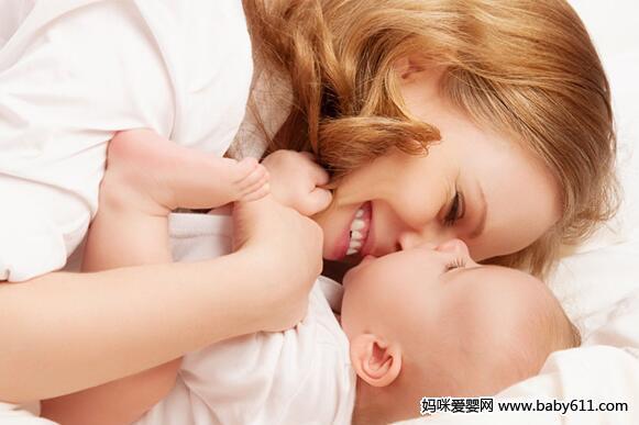 新生儿吐奶处理方法:生理要调整病理要就医