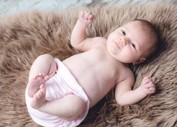 新生儿因吐奶感染肺炎 家长需谨慎