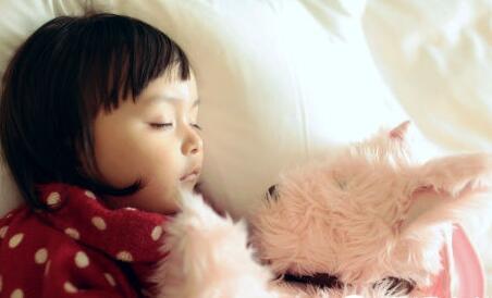 过度护理不利于孩子的深度睡眠