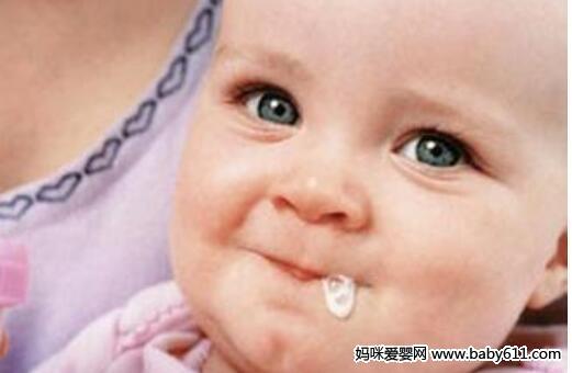 人工喂养的宝宝更易吐奶?