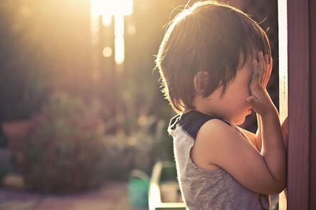 帮助孩子度过转学后的心理适应期