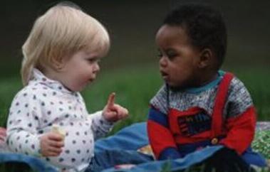 孩子要参与同伴游戏锻炼社交能力