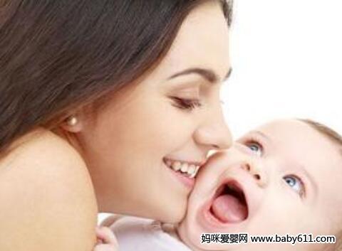 宝宝吐奶了,妈妈该怎么办呢