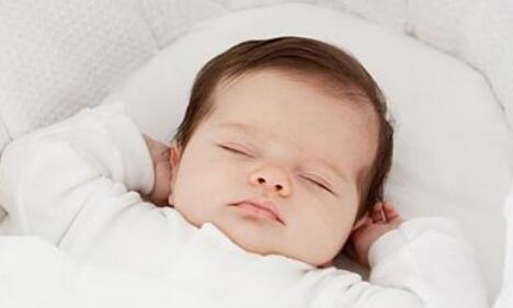 新生儿睡觉需要枕枕头吗?
