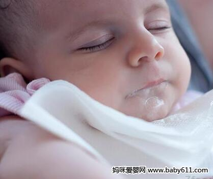 婴儿吐奶很常见 怎样防止宝宝吐奶