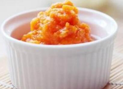 0―1岁宝宝食谱:米汤胡萝卜泥