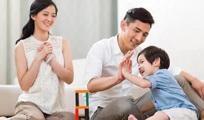父母坚持快乐原则有利于孩子的成长