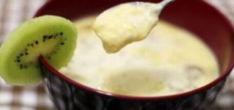 0―1岁宝宝食谱:蕉香玉米奶糊