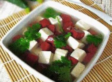 婴儿补钙食谱:猪血豆腐青菜汤