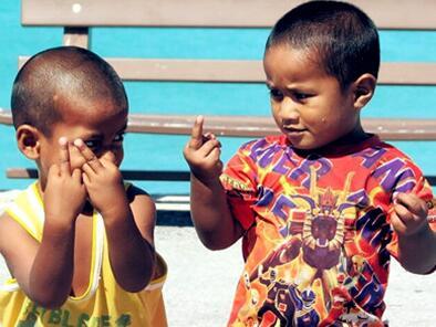 鼓励孩子与别的小朋友玩