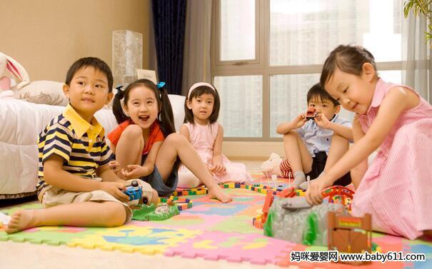 给幼儿说的机会,让幼儿自己与同伴交流
