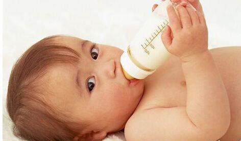 宝宝喝奶粉上火属民间臆断