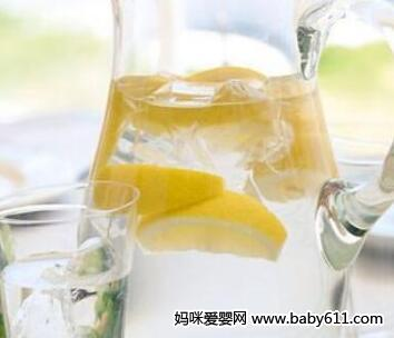 解暑降火类:柠檬盐水