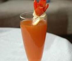 消暑冷饮:含蛋胡萝卜冷饮