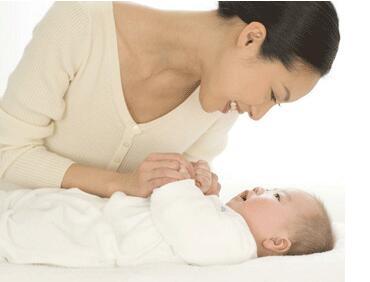 宝宝出生后怎么拥抱才科学