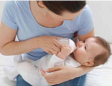 奶粉喂养 如何避免宝宝上火