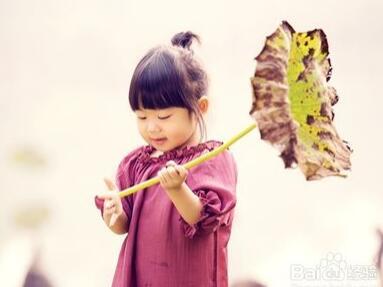 1岁的孩子开始要求独立性的培养