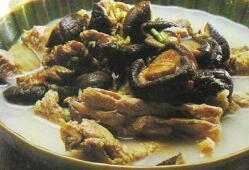 摩卡娱乐在线菜谱汤类:骨菇汤