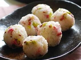儿童食谱营养花样饭:樱花毛豆饭团