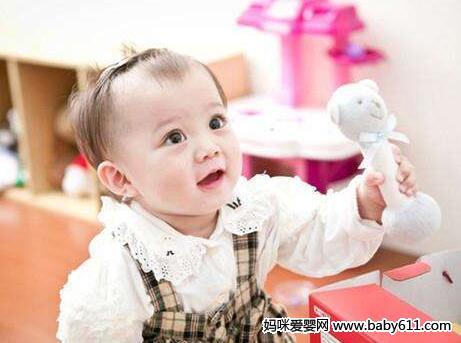 1岁半宝宝语言游戏:玩电话