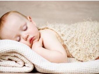 婴儿吐奶不用怕 7个办法来帮忙