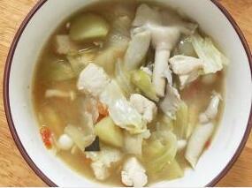 儿童菜谱蔬菜类:鸡肉蕃茄蔬菜汤