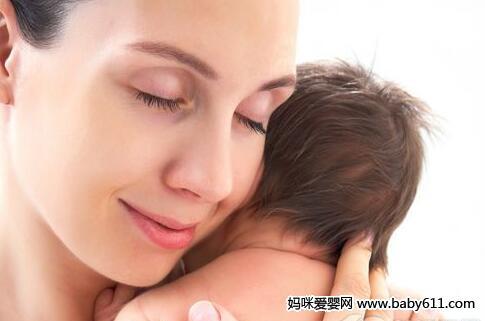 新妈妈学会3招防宝宝吐奶