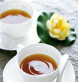 解暑降火类:荷叶凉茶