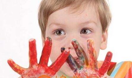 如何教宝宝学会自己穿衣服和脱衣服