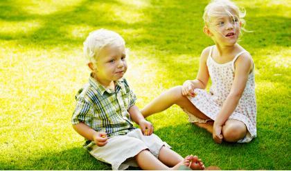 引导小班幼儿与同伴交往
