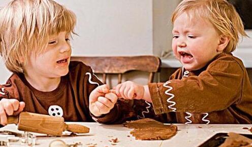 家长如何引导孩子与同伴交往