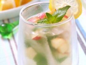 消暑冷饮:苹果柠檬苏打水