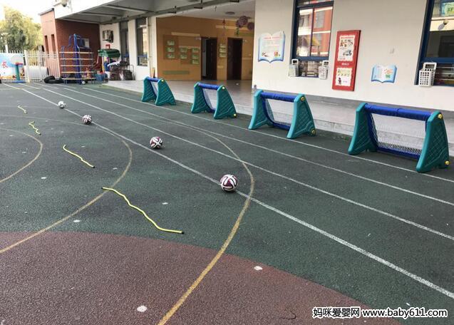 幼儿园大班足球特色活动:踢足球
