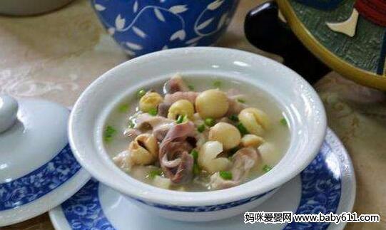 孕前食谱:莲子猪肚汤