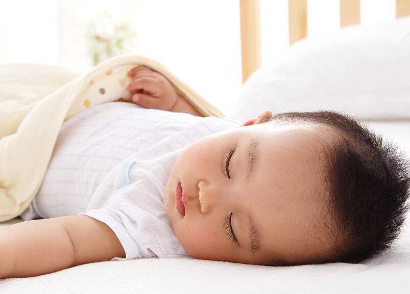 让孩子独自睡觉 孩子几岁分床睡比较合适