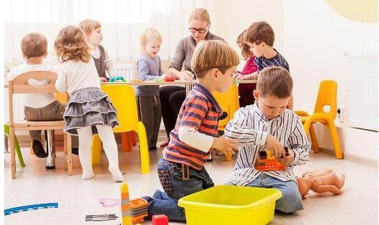给孩子玩具还是游戏?家长、老师如何选择?