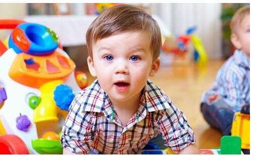 小孩子胆小怕生怎么办 缓解宝宝怕生的弱点策略