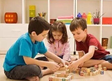 怎样帮助sxda童发展同伴关系呢?