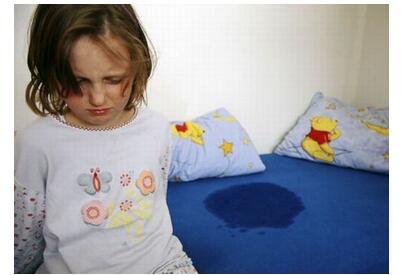 学龄期的孩子尿床正常吗?
