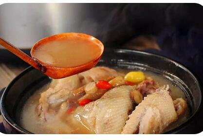 黄芪炖鸡汤