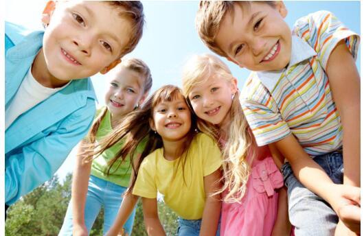 如何培养孩子具有开朗乐观的正面性格呢?