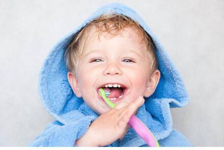面对宝宝出牙期的不适症状,爸妈应该如何护理呢?