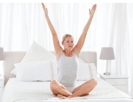 怎样在床上做瘦身运动?